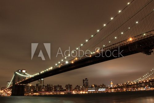 Fototapeta Brooklyn Bridge i Manhattan skyline At Night, New York City