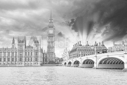 Fototapeta London. Beautiful view of Westminster Bridge and Houses of Parli