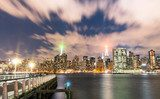 Fototapeta Nowy Jork - Skyline nocą z Long Island - Manhattan Do